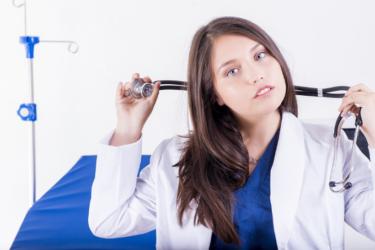 医師、薬剤師、美容師は化粧品広告でオススメはNG!!対策は?